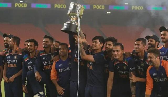 ndia-t20i-trophy-celebration